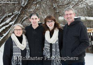 farm winter photos #yeg #winter #photographers #photography #family #wedding