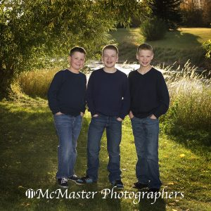 Family photo shoot in Autumn #yegkids #yeg #kids #photographers #photos #pictures